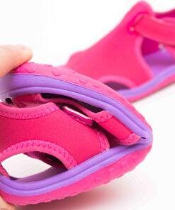 sandale roz pentru plaja