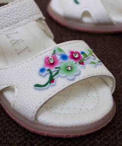 sandale albe cu bretele si led