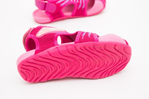 sandale usoare si flexibile