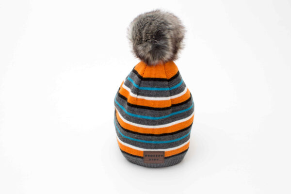 caciula tricotata cu mot pentru baieti